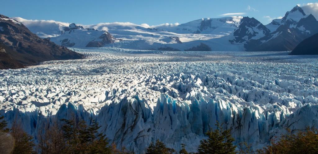 La vista del Perito Moreno desde las pasarelas, a metros de la largada de la carrera (Foto: Tomy Coudures)