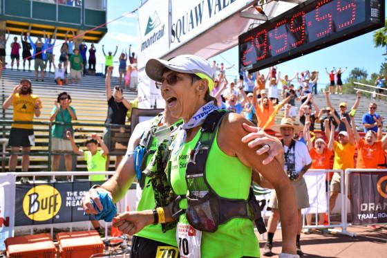 INSPIRADOR: mujer de 70 años llega a la meta 6 segundos antes del límite en 160 kilómetros