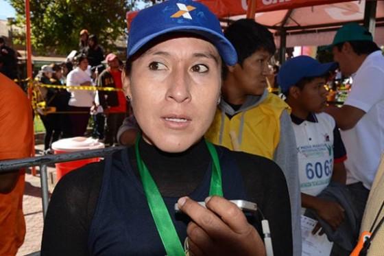 Bolivia: la atleta Rossmery Quispe gana la media maratón de Amsterdam