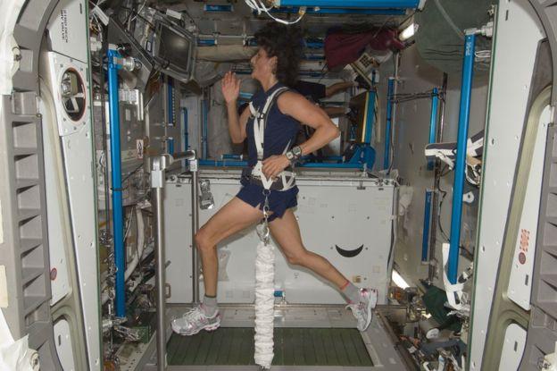 Astronauta Maraton de Londres locos por correr 02