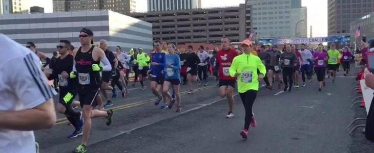 Una niña de 12 años se equivocó de carrera y corrió una media maratón