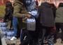 Roban el agua de la Maratón de Londres en plena calle