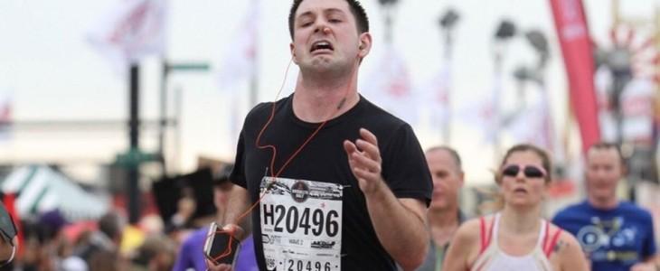 Corredores locos: El runner con el tampón en la nariz