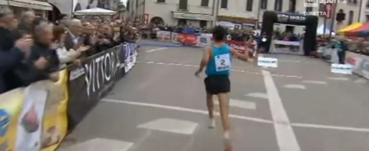 Video: el corredor que se equivocó de llegada a 10 metros de la meta