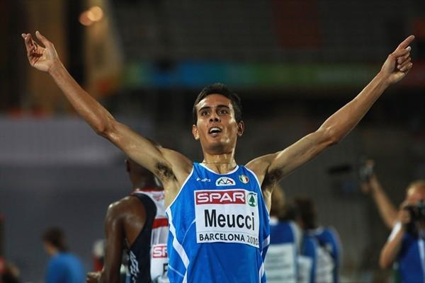 Corredor se equivoca de camino en un 10k Locos Por COrrer Video 01 Daniele Meucci