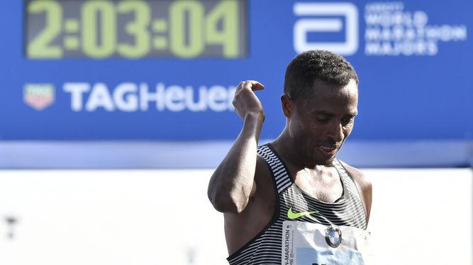 keneisa-bekele-gana-berlin-marathon-locos-por-correr-03