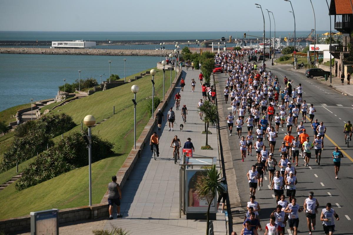 maraton-de-mar-del-plata-2016-remera-fecha-inscripciones-resultados-fotos-locos-por-correr-01