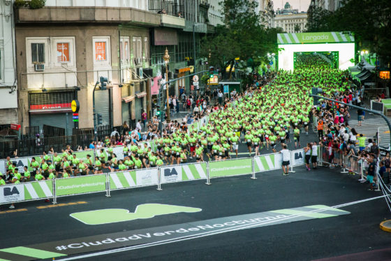 Más de 5.000 vecinos participaron de la primera carrera nocturna ciudad verde