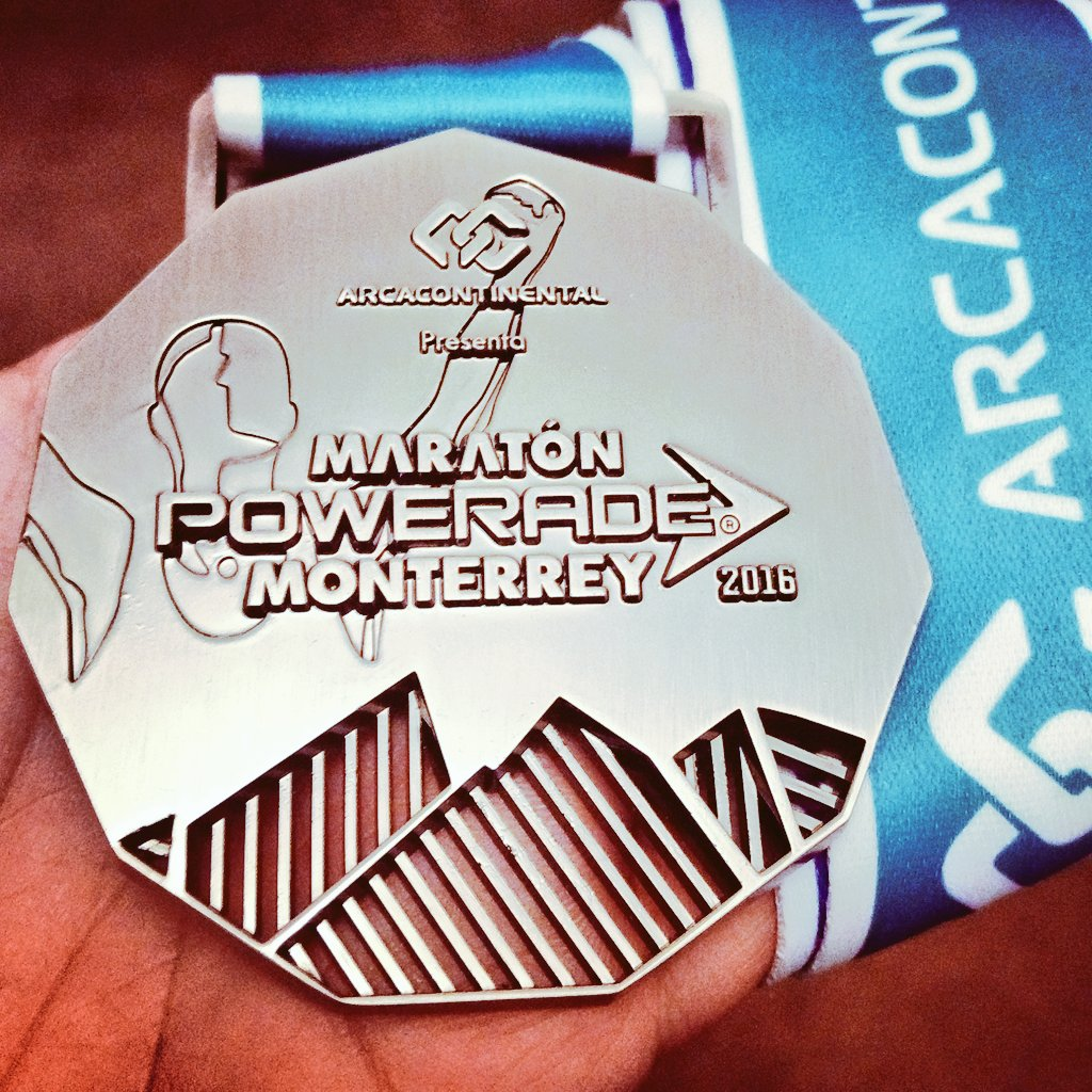 maraton-monterrey-2016-medalla-finisher-locos-por-correr