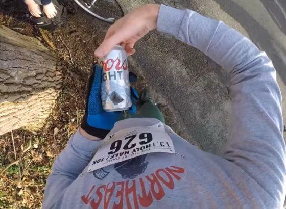 Video: toma 13 cervezas mientras corre una media maratón y la filma