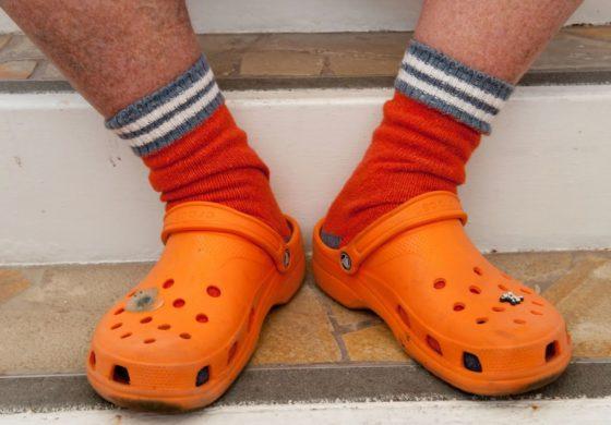 Corrió una media maratón en 1 hora 11 minutos… usando Crocs