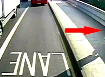 """VIDEO: buscan al """"runner asesino"""" que empujó a una mujer al tráfico mientras corría"""