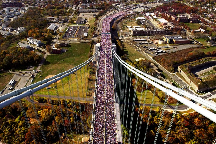 381358 05: Runners make their way across the Verrazano Narrows Bridge in New York November 5, 2000 at the start of the New York City Marathon. Over 30,000 participants ran in this year''s event. (Photo by Chris Hondros/Newsmakers)