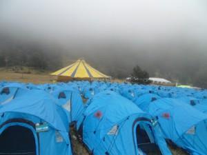 El campamento 2. Gris a mi llegada, como las horas que vendrían