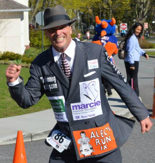 Correr en traje Chris Gommlich Locos por correr 02