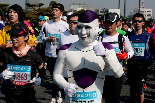 Disfrazados en Tokio - Locos por correr