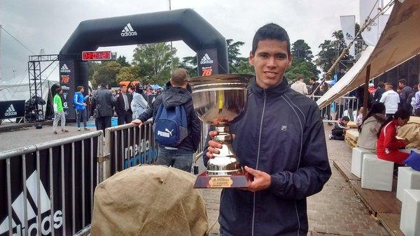 Marcelo Fabricius - campeón argentino en 21k media maratón ciudad de Rosario 2016 - Locos por correr