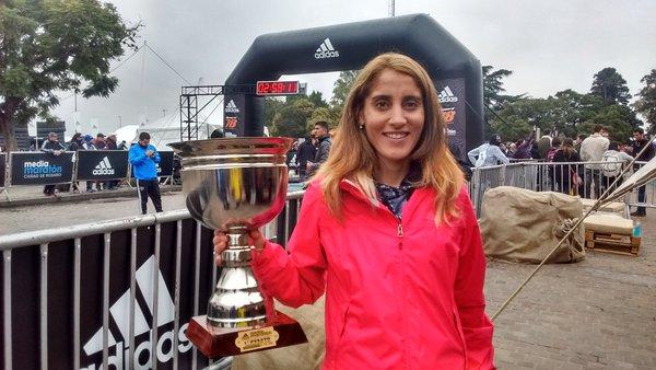 Rosa Godoy - campeona nacional media maratón 21k ciudad de Rosario 2016 - Locos por correr