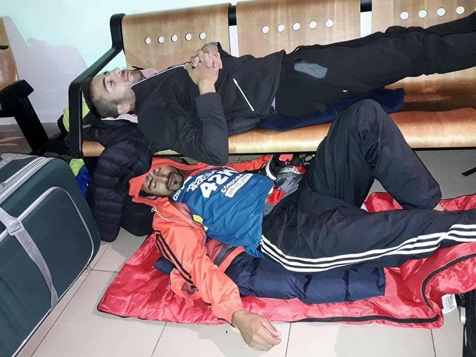 Durmiendo en el aeropuerto de Chile - almas bravias 01 - Locos por correr