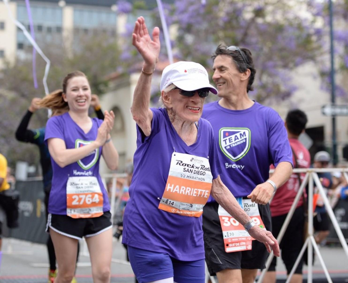 Mujer 94 años media maraton record mundial locos por correr