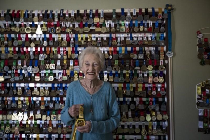 Deirdre Larkin (85), holder of the half marathon world record in the 85+ category, poses in her home in Johannesburg on June 14, 2017. / AFP PHOTO / GULSHAN KHAN