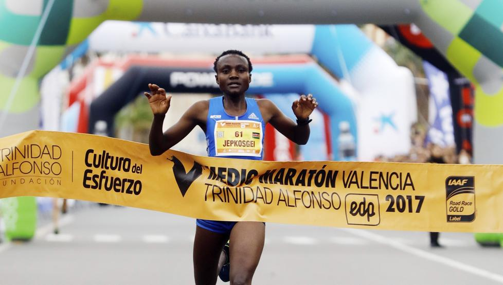 Record mundial femenino media maratón VAlencia 2017 Locos Por Correr 02