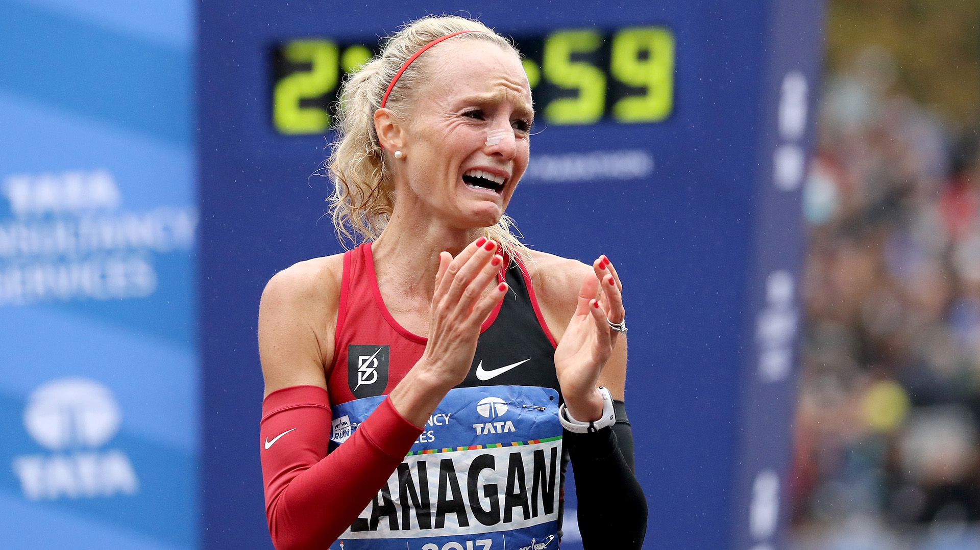 NEW YORK, NY - NOVEMBER 05: Shalane Flanagan of the United States celebrates winning the Professional Women's Division during the 2017 TCS New York City Marathon in Central Park on November 5, 2017 in New York City. (Photo by Elsa/Getty Images)
